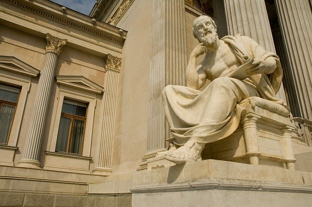 statue-756624_640